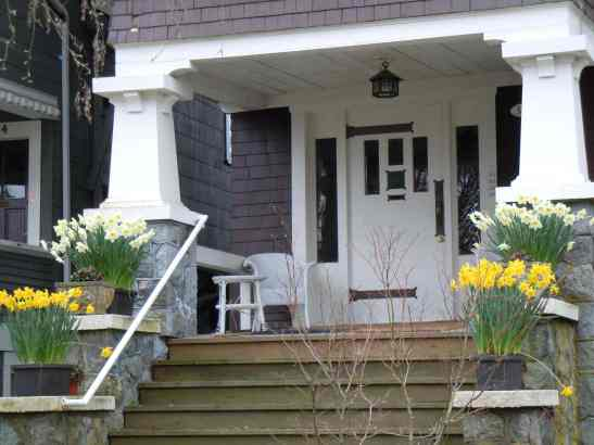 Kitsilano 6th Avenue porch LR